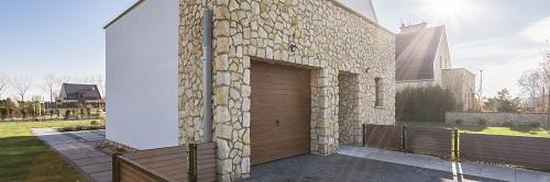 Installer une porte de garage à Nice en toute sécurité